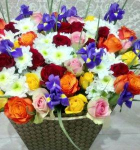 Живые цветы в оригинальных коробках