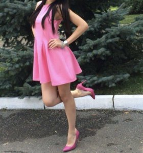 Розовое платье