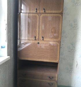 Шкаф-сервант, полированный целый