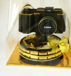"""Подарок """"Фотоаппарат из конфет"""