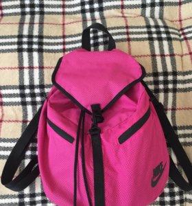 Рюкзак Nike в отличном состоянии
