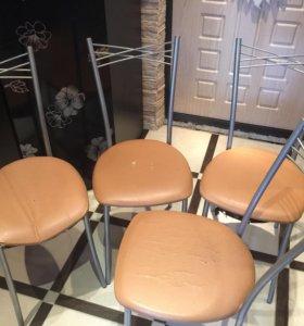 Четыре стула