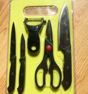 Набор кухонных ножей и доска