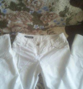 Продам белые штаны.