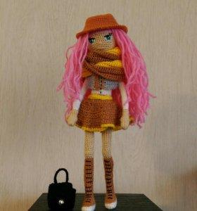 Кукла вязаная каркасная
