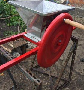 Ручная дробилка для ягод, овощей и фруктов
