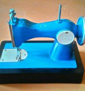 """Детская швейная машинка фирмы """"Автоприбор дшм-1"""""""
