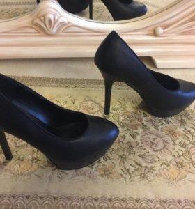 Туфли , почти новые, одевали 1 раз