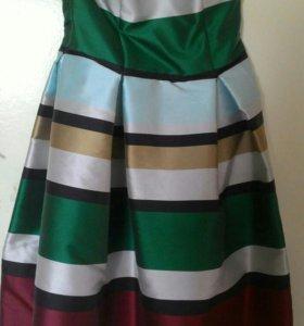 Яркое дизайнерское платье