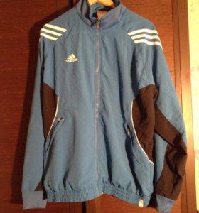 Куртка-ветровка adidas.