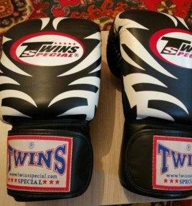 Перчатки боксерские twins special новые