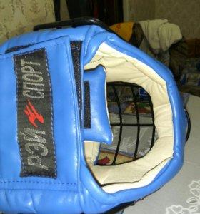 Шлем с решеткой для единоборств