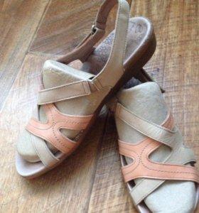 Кожаные сандали р-р 38