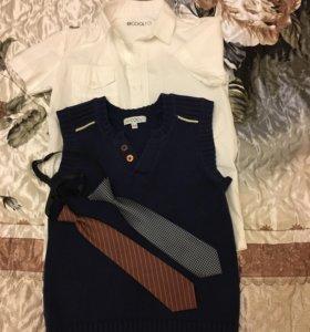 Пакетом: Рубашка, жилетка, галстуки. Размер 134.