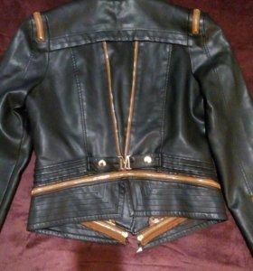 Куртка из эко-кожи.