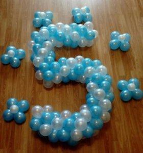 Цифры и букеты из воздушных шаров..