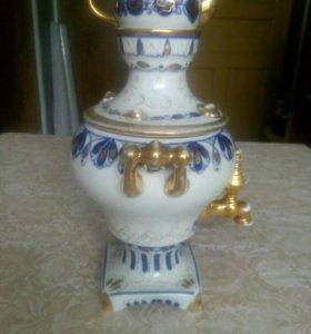 Фарфоровый сувенирный самовар с заварочным чайнико