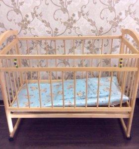 Кроватка с бортиками и матрасом