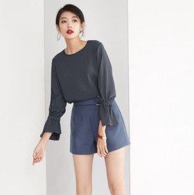 Блузка с расклешенными рукавами