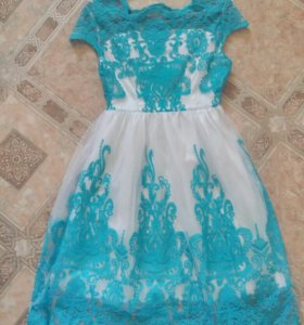 Платье с гипюровой вышивкой новое