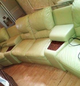 Продам кожаный диван.