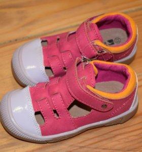 22 Новая детская одежда и обувь