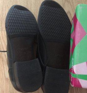 Туфли подростковые новые 38 размер