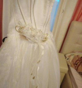Платье свадебное пышное или вечернее
