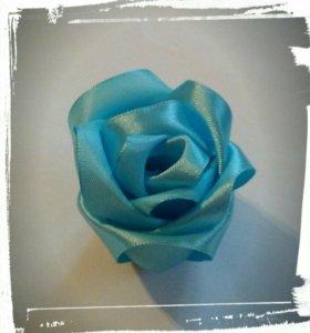 Мятная роза из атласной ленты