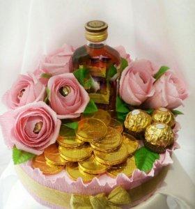 Свит- тортик с напитком и монетками