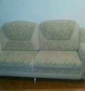 Диван с двумя креслами в отличном состоянии