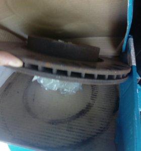Диски тормозные передние на Honda civic 4d