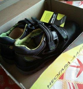 Новые прочные ботинки. Стоят около 5 в инете