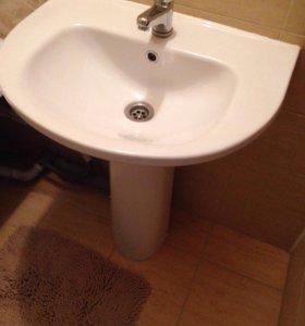Ванна металлическая и раковина с пьедесталом