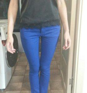 Новые штаны. Ткань не плотный  джинсы. 2 шт.в нал