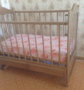 Кроватка с матрацем и бортиками