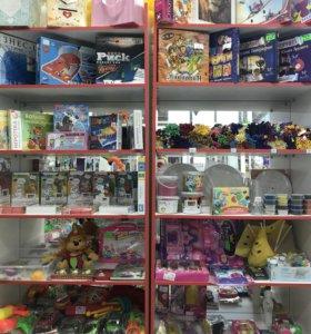 Магазин все для праздника, много шаров.