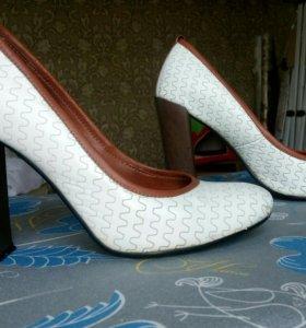Туфли на устойчивом каблуке натуральная кожа