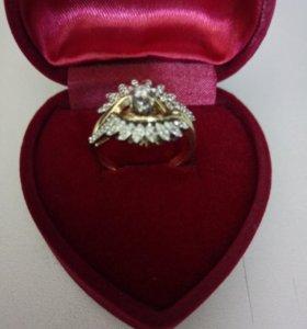 Золотое кольцо 585 пробы,вставки бриллианты