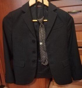 Продам школьный пиджак р-р 134 и жилет р-р 128.