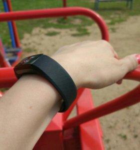 Фитнес браслет или умные часы