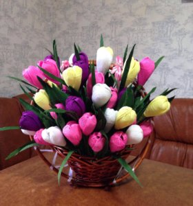 Кашпо или корзина с тюльпанами подарок