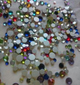 Стразы (стекло) разноцветные для дизайна ногтей