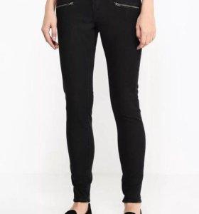 Чёрные зауженные джинсы Рокси Roxy