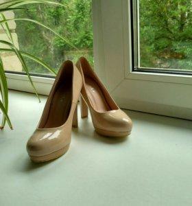 Новые туфли лак, 35 р-р