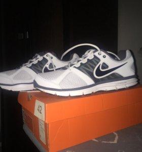Кроссовки Nike, новые, размер 41-42