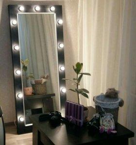 Напольное гримерное зеркало для модницы
