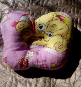 Подушка-бабочка для новорожденных