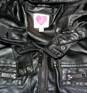 Черная кожаная куртка.