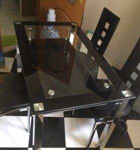Кухонный стеклянный стол и стулья